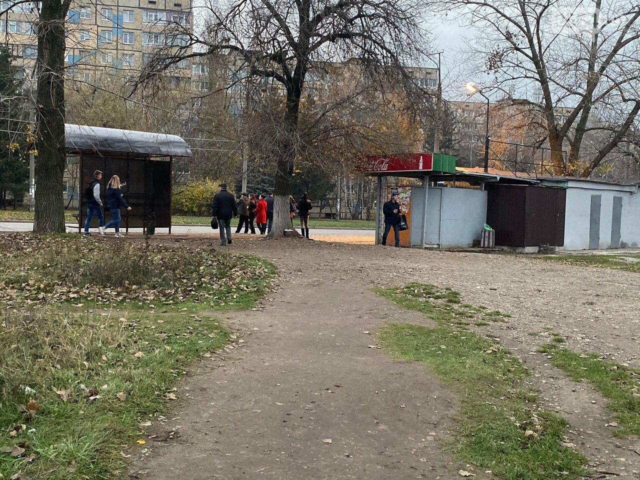 В Кривом Роге предприниматель помогла благоустроить остановку общественного транспорта, - ФОТО, фото-14
