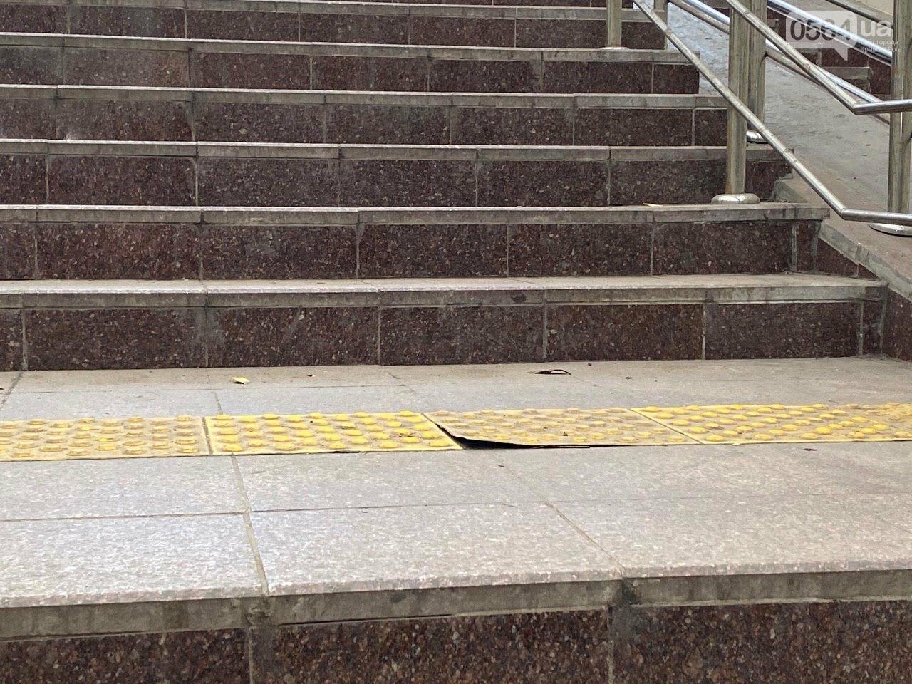 В Кривом Роге отклеилась тактильная плитка в подземном переходе, - ФОТО , фото-6