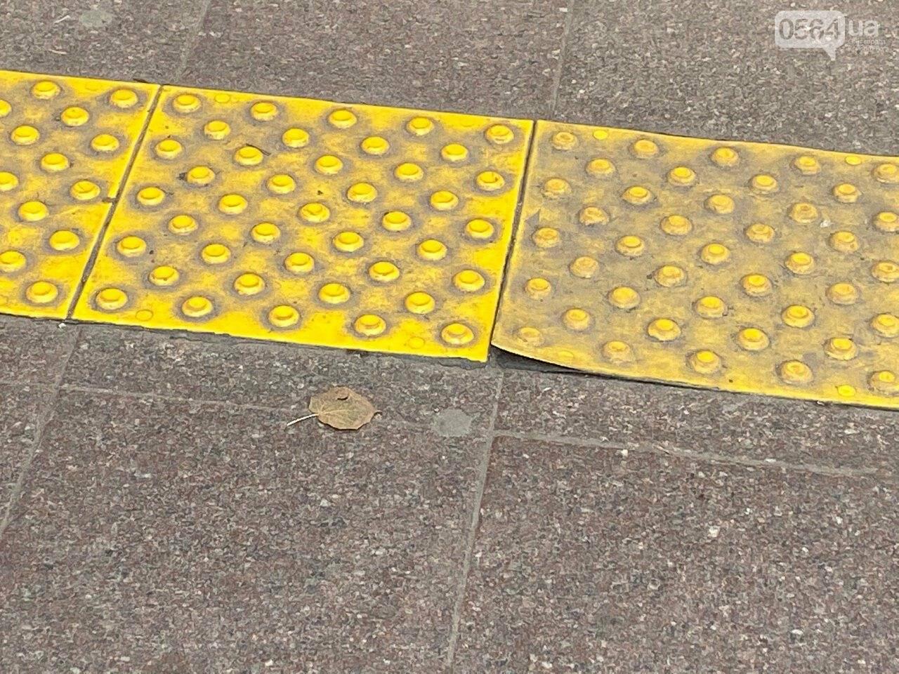 В Кривом Роге отклеилась тактильная плитка в подземном переходе, - ФОТО , фото-11