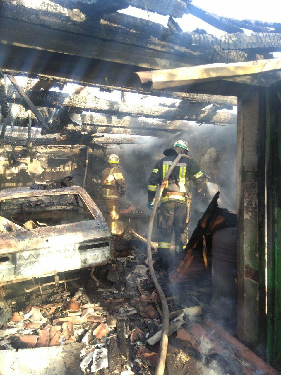 Машина, гараж, крыша летней кухни сгорели в результате пожара в Кривом Роге, - ФОТО  , фото-10
