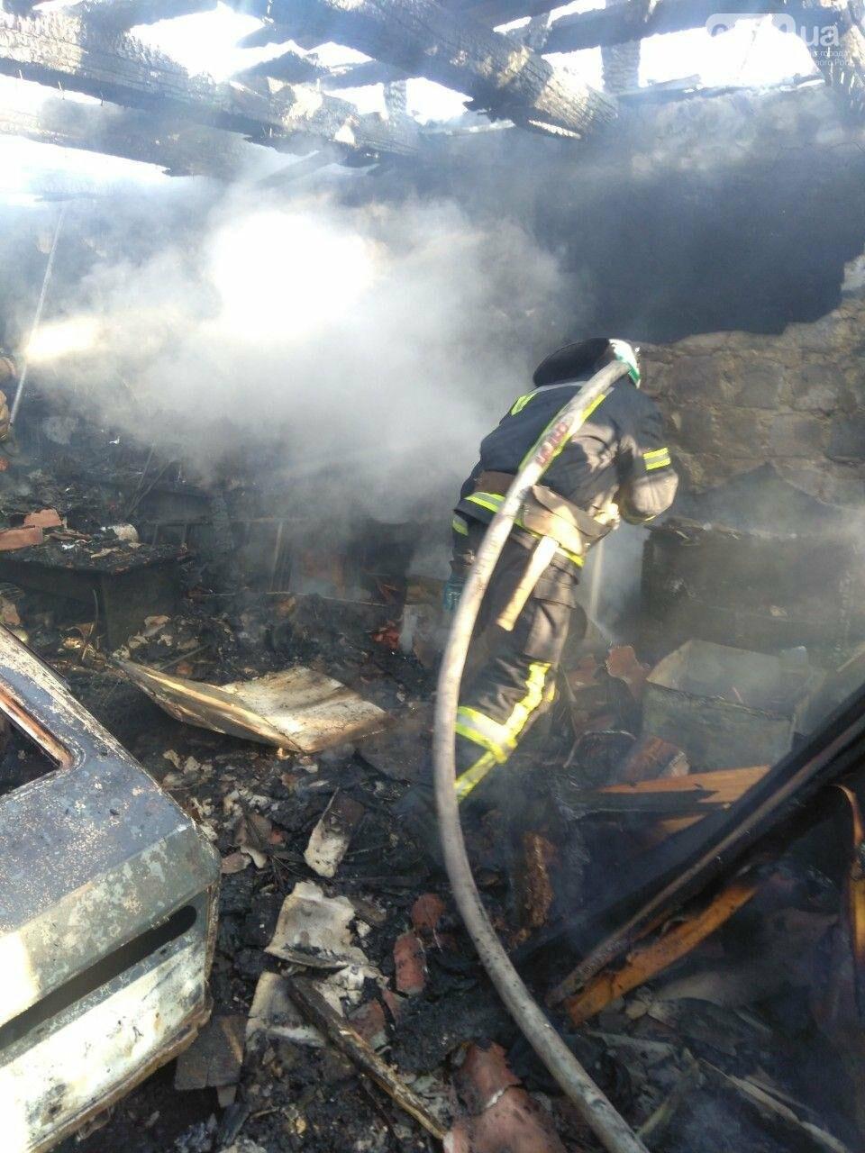 Машина, гараж, крыша летней кухни сгорели в результате пожара в Кривом Роге, - ФОТО  , фото-9