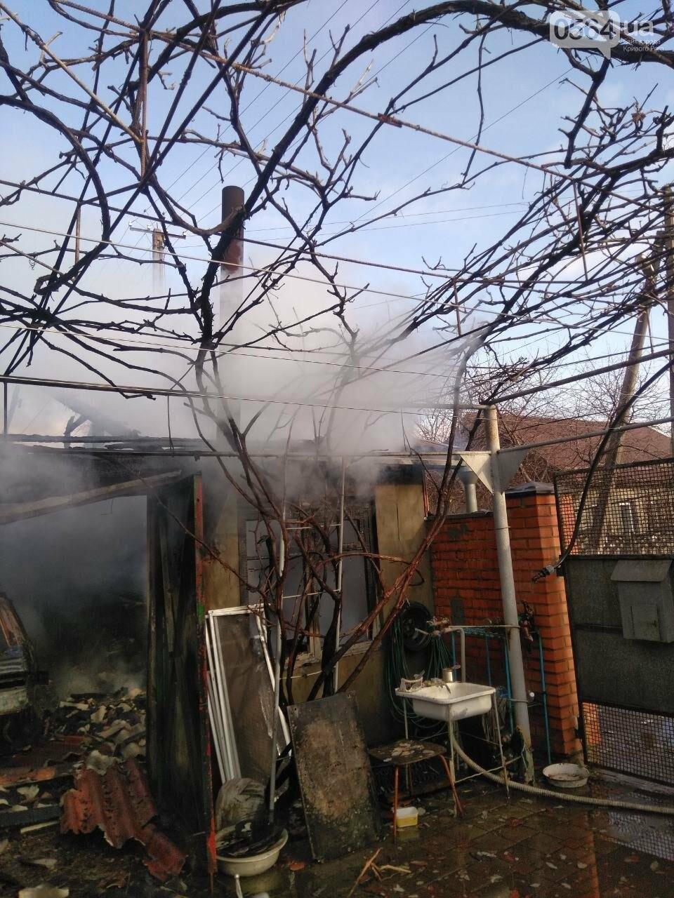 Машина, гараж, крыша летней кухни сгорели в результате пожара в Кривом Роге, - ФОТО  , фото-3