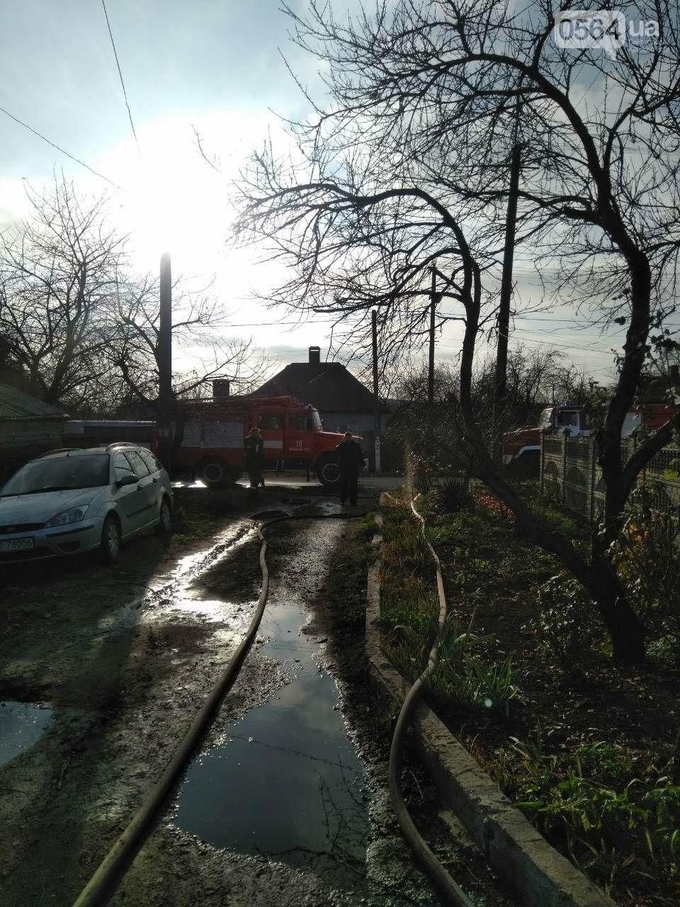 Машина, гараж, крыша летней кухни сгорели в результате пожара в Кривом Роге, - ФОТО  , фото-2