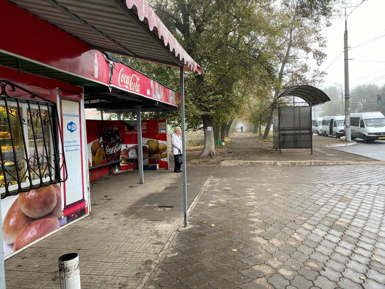 В Кривом Роге предприниматель помогла благоустроить остановку общественного транспорта, - ФОТО, фото-11