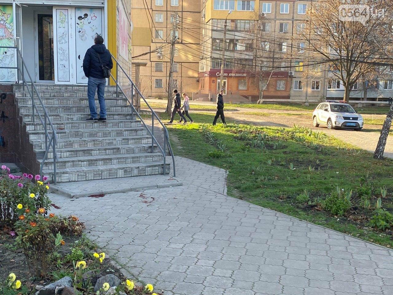 В Кривом Роге из окна 11 этажа выпал мужчина, - ФОТО 18+, фото-6
