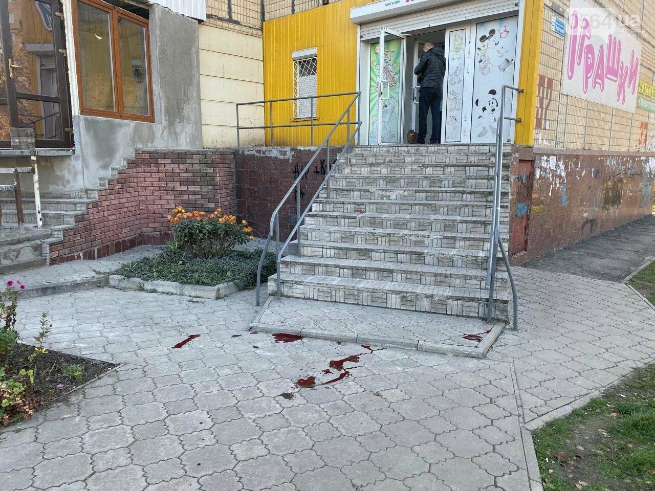В Кривом Роге из окна 11 этажа выпал мужчина, - ФОТО 18+, фото-5