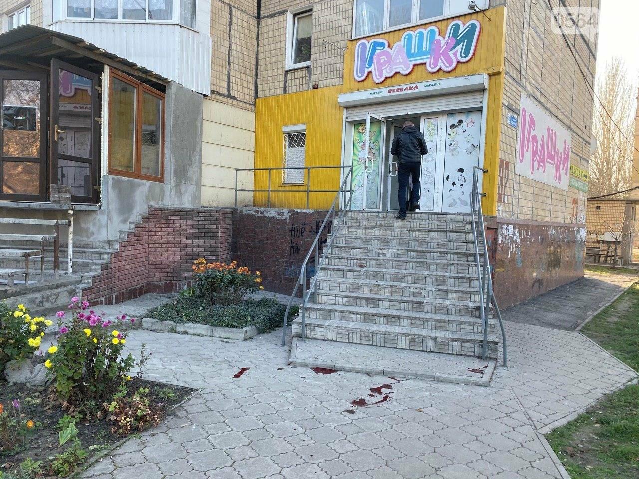 В Кривом Роге из окна 11 этажа выпал мужчина, - ФОТО 18+, фото-2
