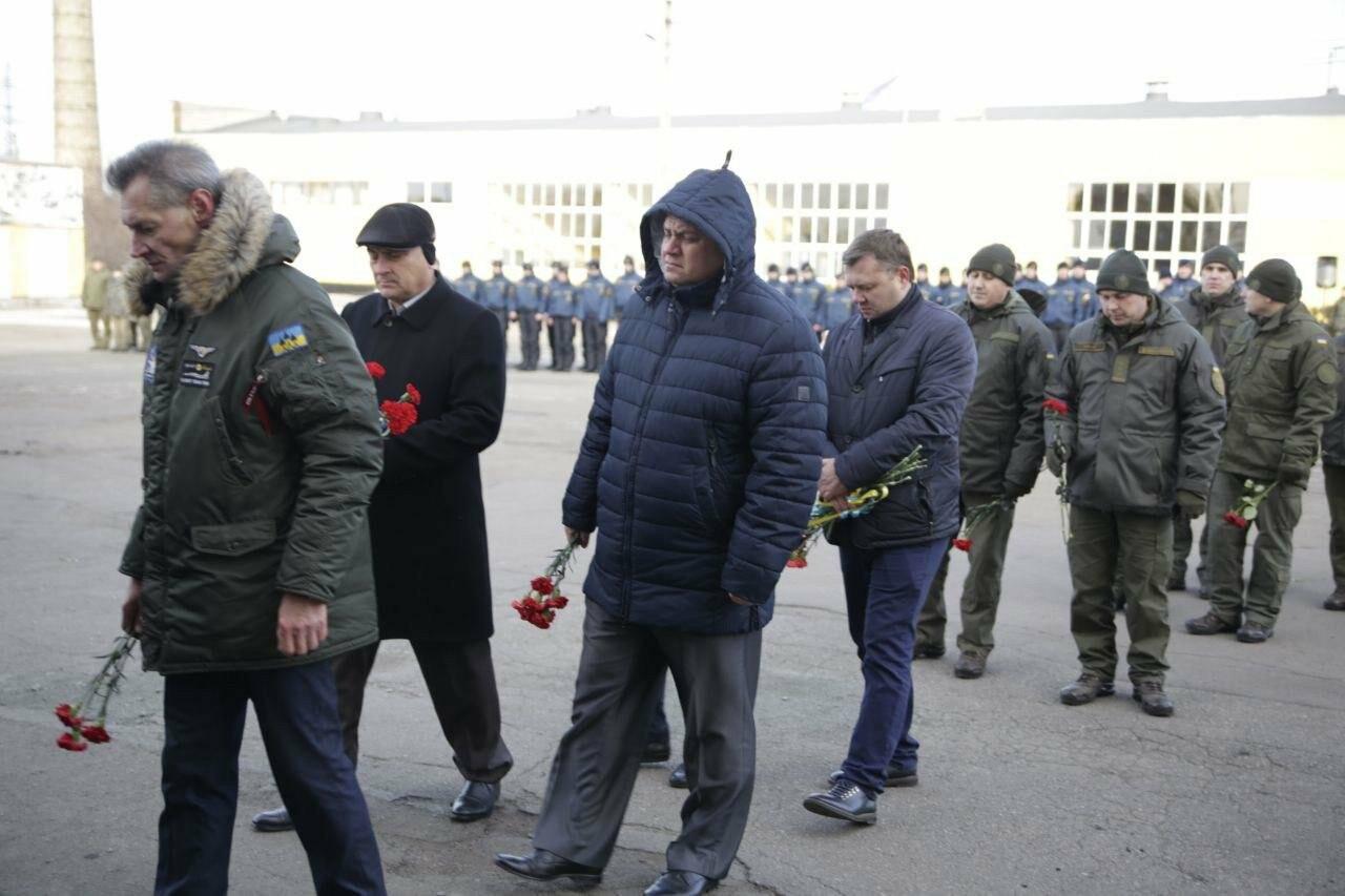 В воинской части 3011 в Кривом Роге почтили память погибших военнослужащих, - ФОТО, ВИДЕО, фото-4