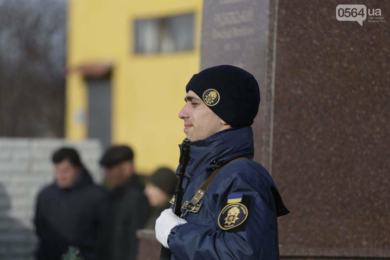 В воинской части 3011 в Кривом Роге почтили память погибших военнослужащих, - ФОТО, ВИДЕО, фото-6