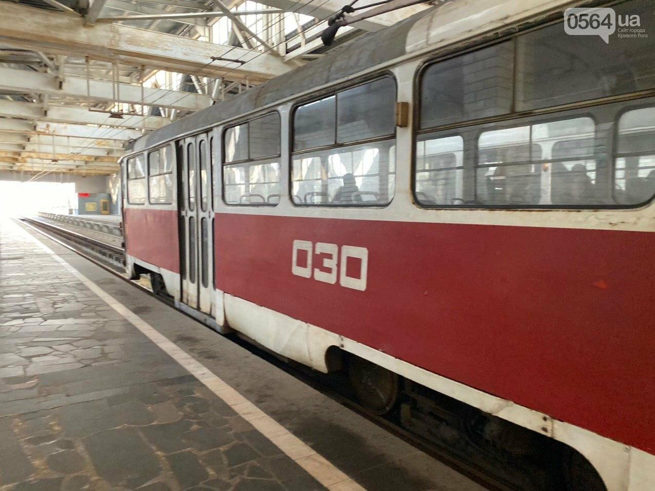 В Кривом Роге полностью остановилось движение скоростного трамвая, - ФОТО , фото-5