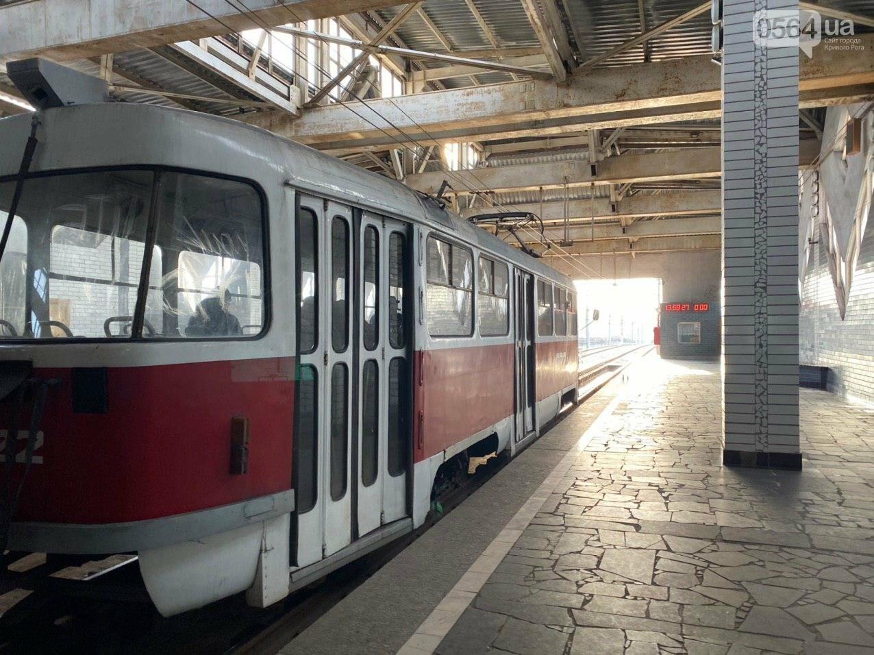 В Кривом Роге полностью остановилось движение скоростного трамвая, - ФОТО , фото-4