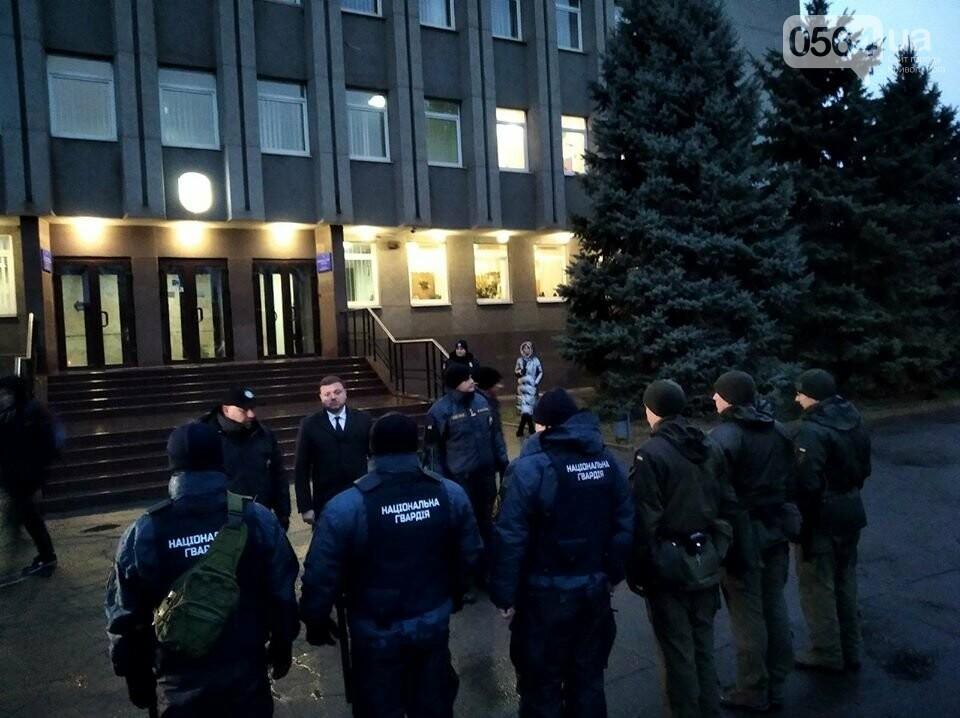 Криворожские военнослужащие и правоохранители приступили к усиленному патрулированию Долгинцевского района, - ФОТО , фото-1
