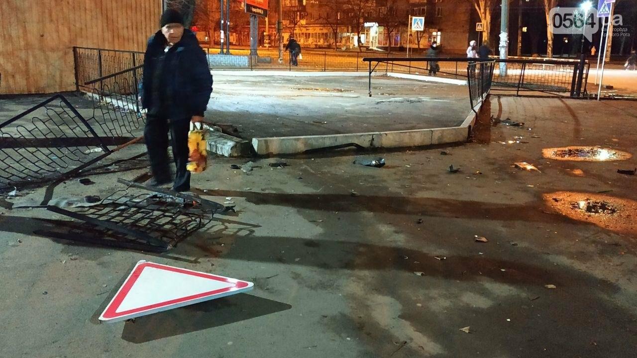 На площади Героев Кривбасса джип снес забор, два знака и застрял, - ФОТО , фото-8