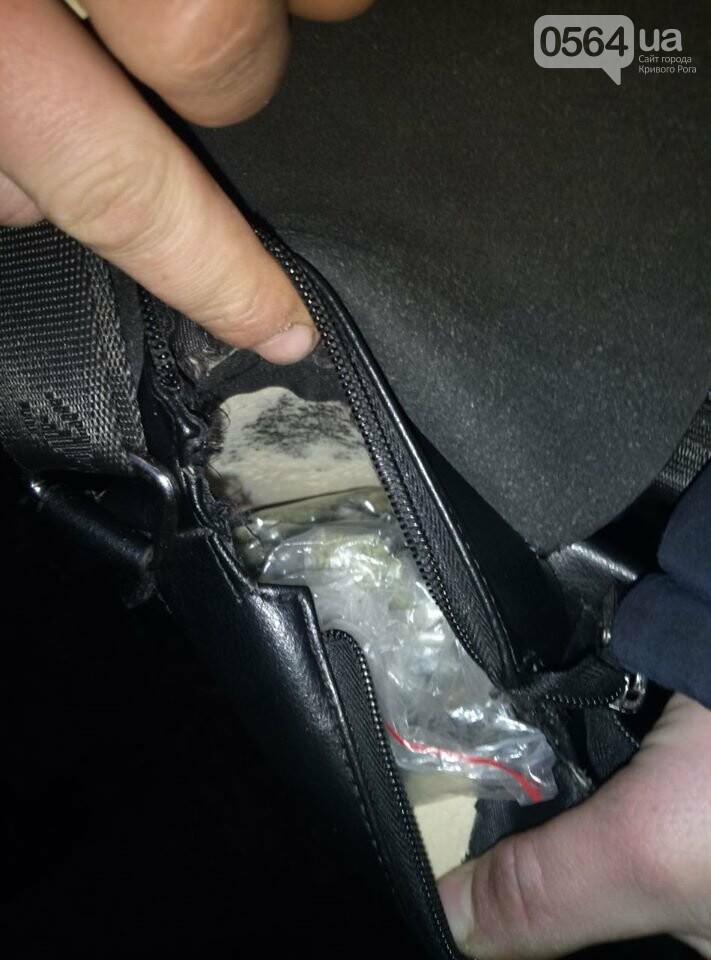 У 22-летнего криворожанина нацгвардейцы обнаружили пакетики с наркотиком, - ФОТО , фото-3