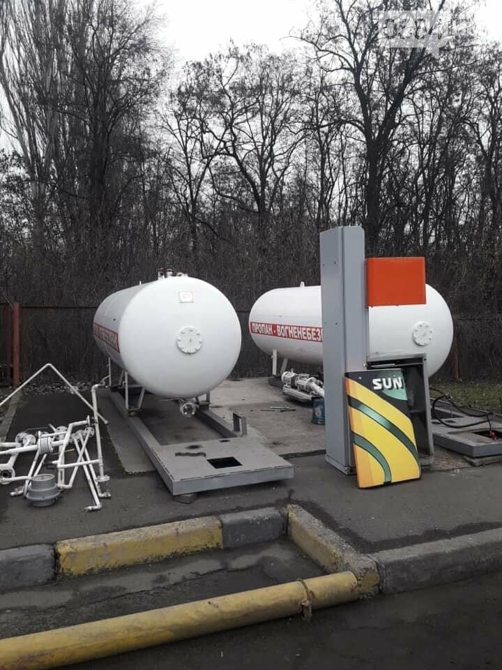 На незаконной АЗС в Кривом Роге изъяли продукцию и 2 резервуара для хранения газа, - ФОТО, фото-2
