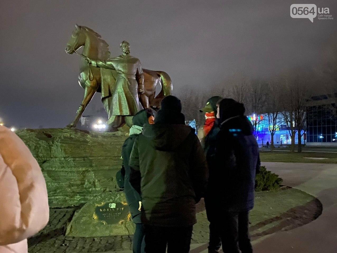 По случаю Дня Соборности Украины криворожане собрались возле символа Кривого Рога, - ФОТО, ПРЯМАЯ ТРАНСЛЯЦИЯ, фото-3