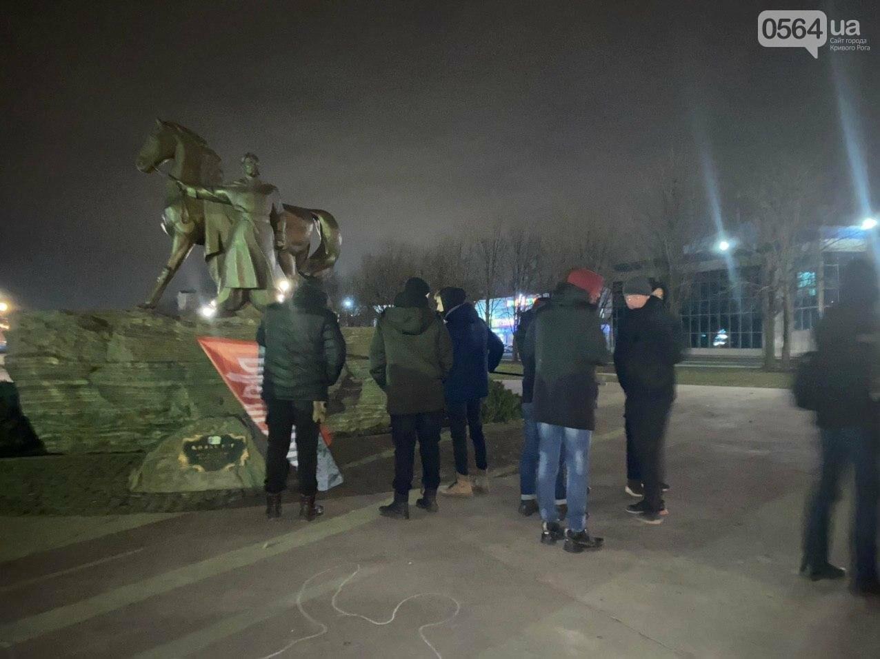 По случаю Дня Соборности Украины криворожане собрались возле символа Кривого Рога, - ФОТО, ПРЯМАЯ ТРАНСЛЯЦИЯ, фото-9