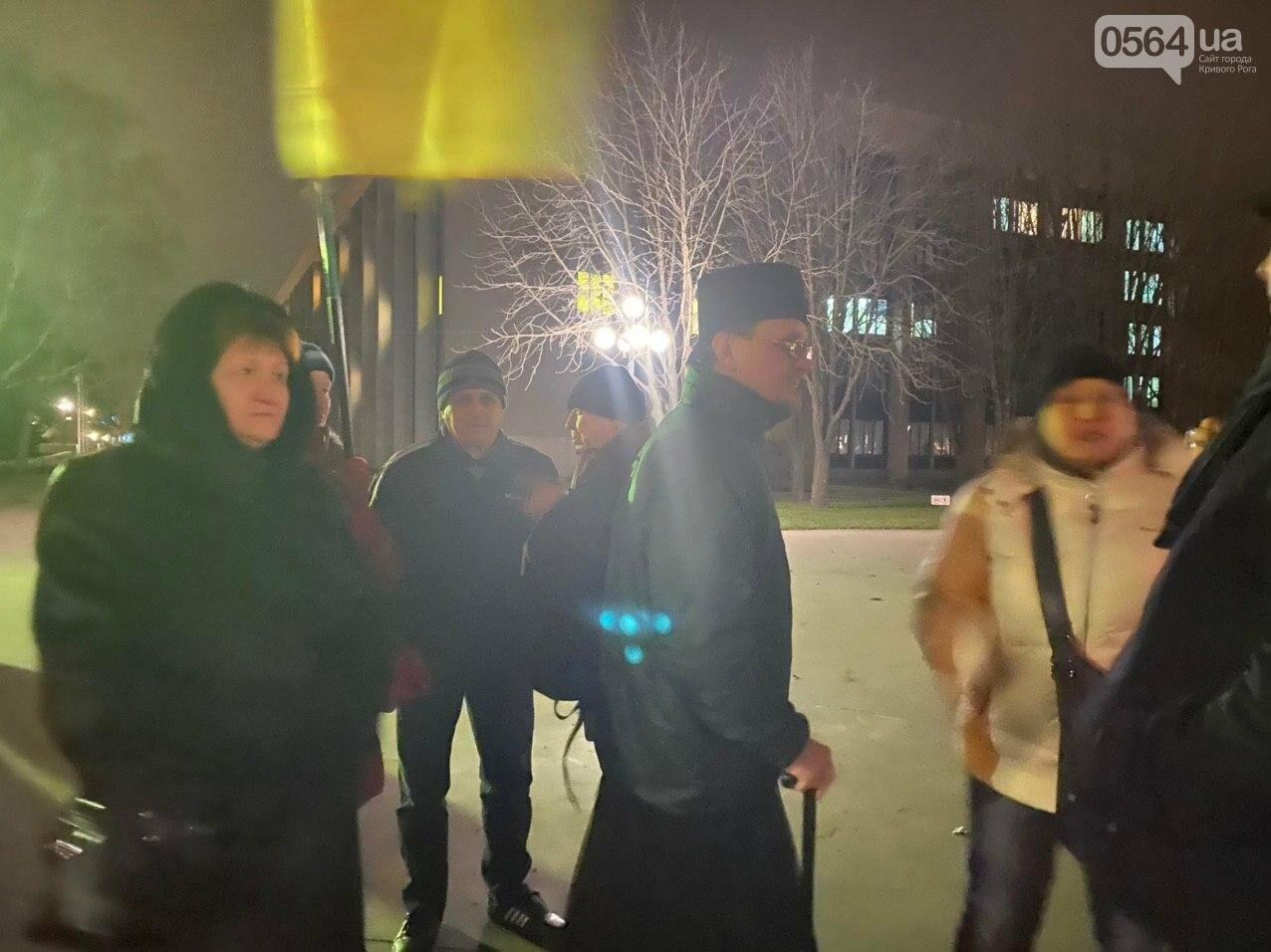 По случаю Дня Соборности Украины криворожане собрались возле символа Кривого Рога, - ФОТО, ПРЯМАЯ ТРАНСЛЯЦИЯ, фото-6