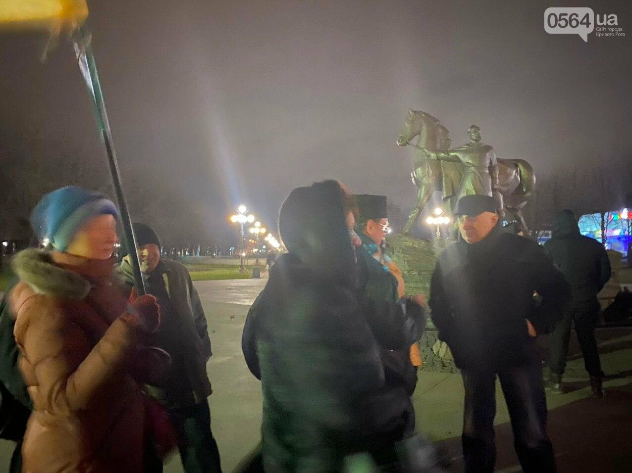 По случаю Дня Соборности Украины криворожане собрались возле символа Кривого Рога, - ФОТО, ПРЯМАЯ ТРАНСЛЯЦИЯ, фото-7