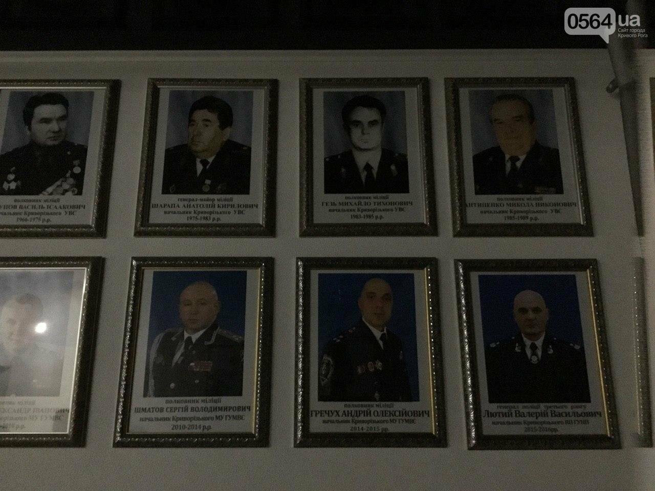 """Выпил и всю дорогу """"рисовал"""": 80 полицейских в Кривом Роге искали вандала, разрисовавшего дома, заборы, гаражи и памятник - ФОТО, ВИДЕО, фото-6"""