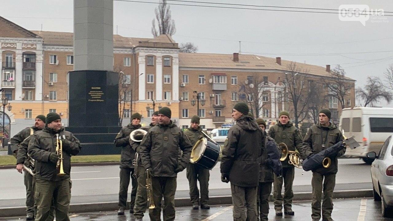 Два центральных района Кривого Рога будут патрулировать военнослужащие и полицейские, - ФОТО, ВИДЕО , фото-16