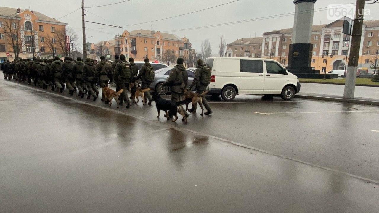 Два центральных района Кривого Рога будут патрулировать военнослужащие и полицейские, - ФОТО, ВИДЕО , фото-13