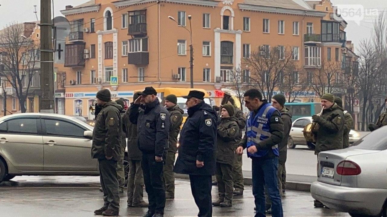 Два центральных района Кривого Рога будут патрулировать военнослужащие и полицейские, - ФОТО, ВИДЕО , фото-12