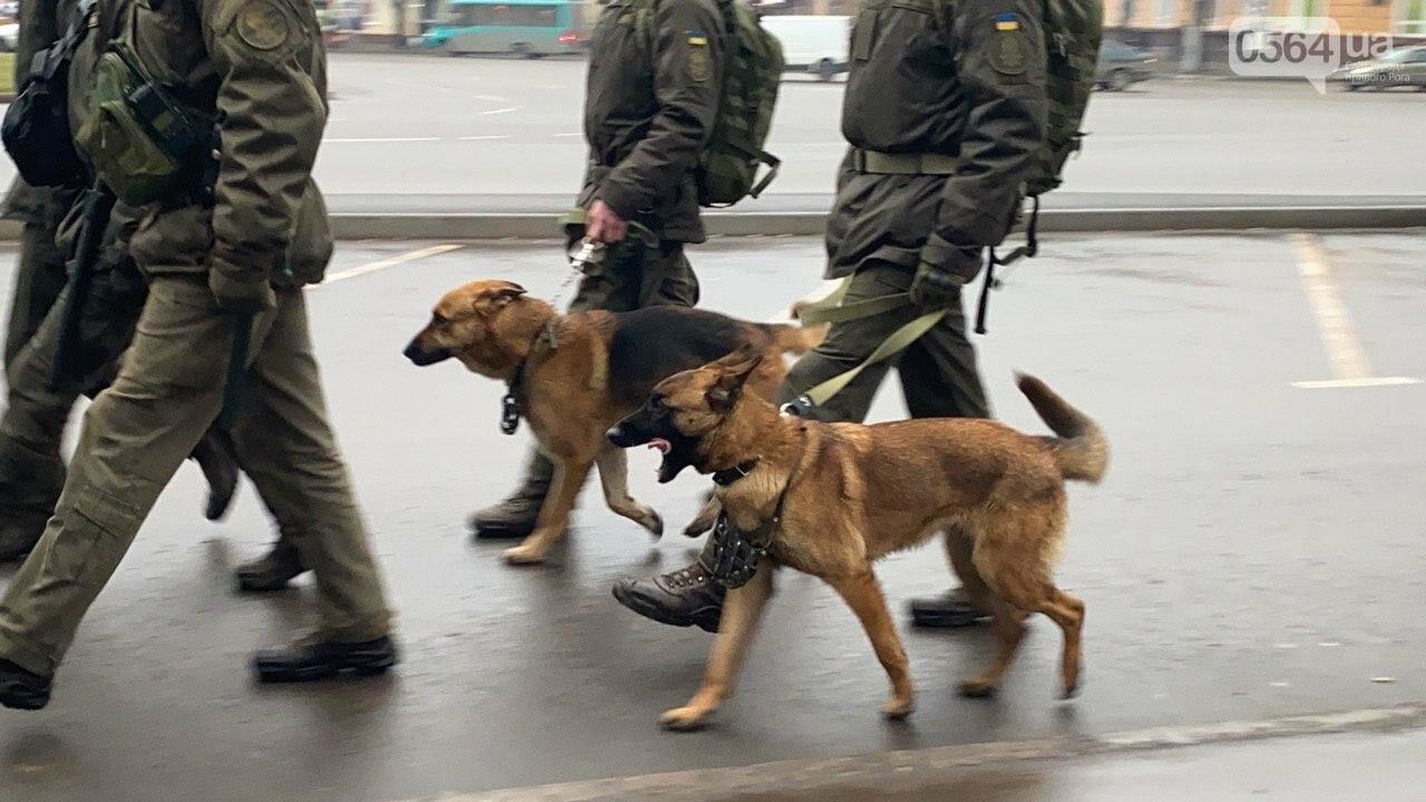 Два центральных района Кривого Рога будут патрулировать военнослужащие и полицейские, - ФОТО, ВИДЕО , фото-9
