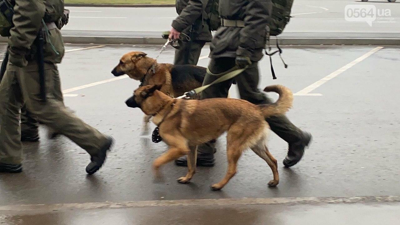 Два центральных района Кривого Рога будут патрулировать военнослужащие и полицейские, - ФОТО, ВИДЕО , фото-8