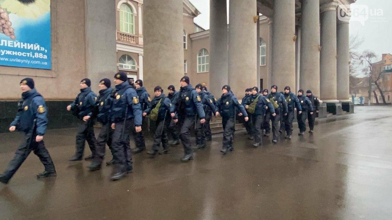 Два центральных района Кривого Рога будут патрулировать военнослужащие и полицейские, - ФОТО, ВИДЕО , фото-3