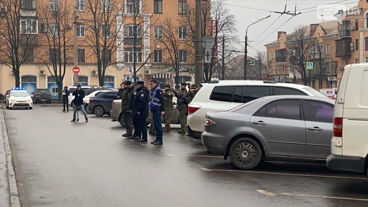 Два центральных района Кривого Рога будут патрулировать военнослужащие и полицейские, - ФОТО, ВИДЕО , фото-5
