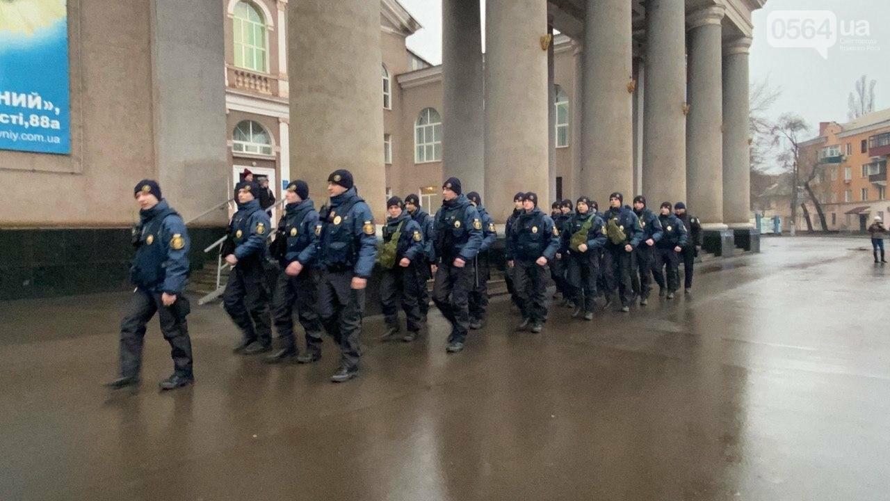 Два центральных района Кривого Рога будут патрулировать военнослужащие и полицейские, - ФОТО, ВИДЕО , фото-7