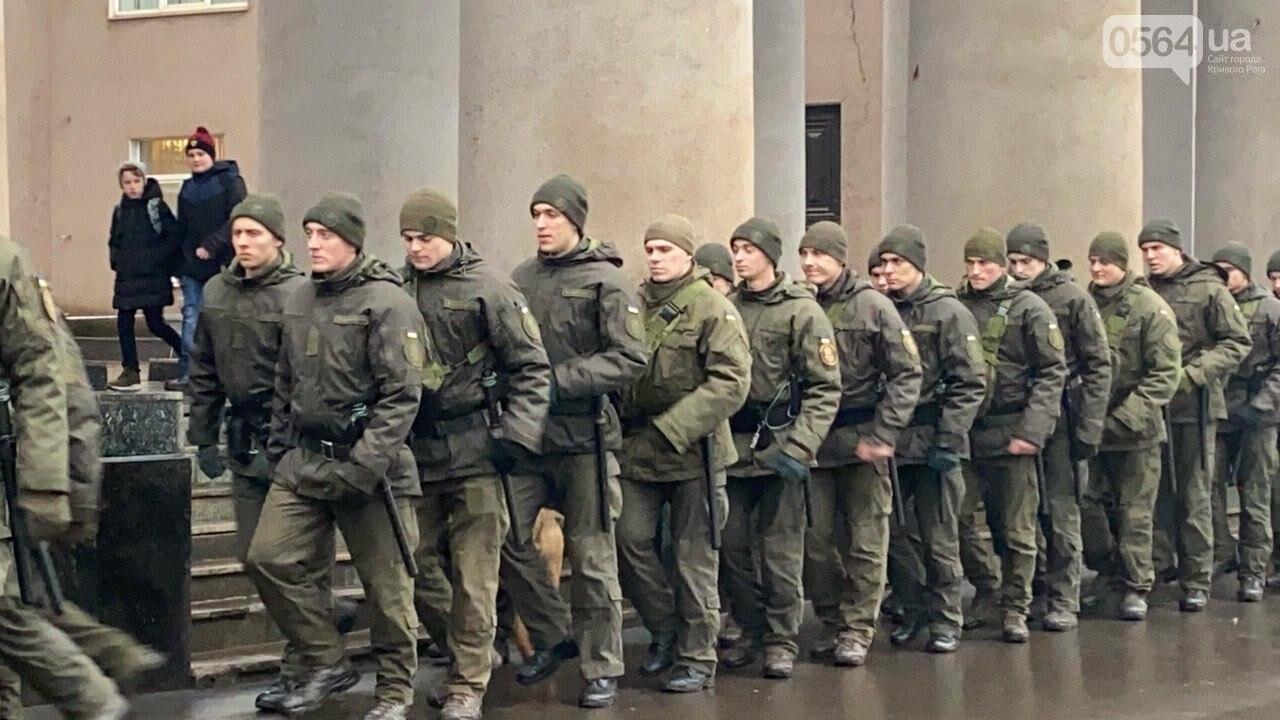 Два центральных района Кривого Рога будут патрулировать военнослужащие и полицейские, - ФОТО, ВИДЕО , фото-6