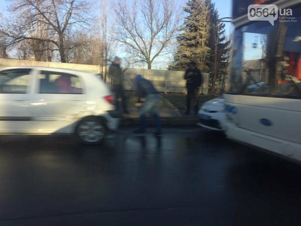 """В Кривом Роге не поделили дорогу """"Hyundai Getz"""" и """"Dacia Logan"""", - ФОТО , фото-1"""