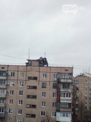 В Кривом Роге снесло часть кровли с многоэтажки, - ФОТО , фото-1
