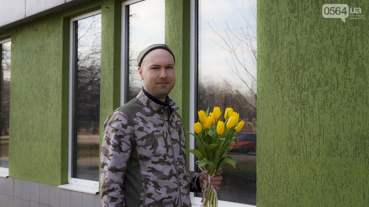"""В первый день весны в Кривом Роге участники боевых действий дарили женщинам цветы и """"гормон счастья"""", - ФОТО, ВИДЕО , фото-5"""