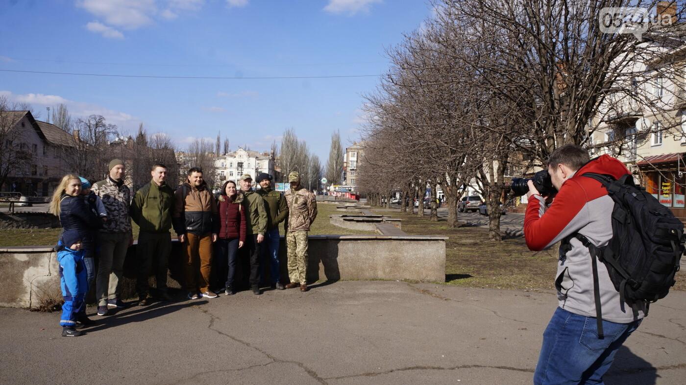 """В первый день весны в Кривом Роге участники боевых действий дарили женщинам цветы и """"гормон счастья"""", - ФОТО, ВИДЕО , фото-12"""