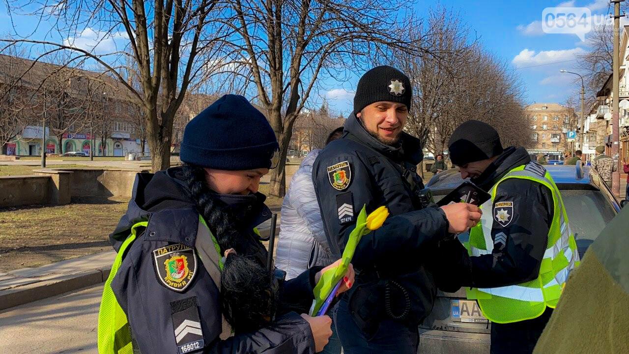"""В первый день весны в Кривом Роге участники боевых действий дарили женщинам цветы и """"гормон счастья"""", - ФОТО, ВИДЕО , фото-17"""