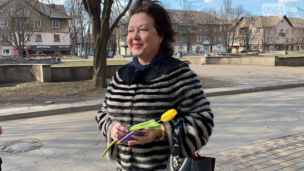 """В первый день весны в Кривом Роге участники боевых действий дарили женщинам цветы и """"гормон счастья"""", - ФОТО, ВИДЕО , фото-25"""