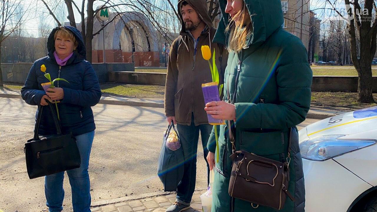 """В первый день весны в Кривом Роге участники боевых действий дарили женщинам цветы и """"гормон счастья"""", - ФОТО, ВИДЕО , фото-34"""