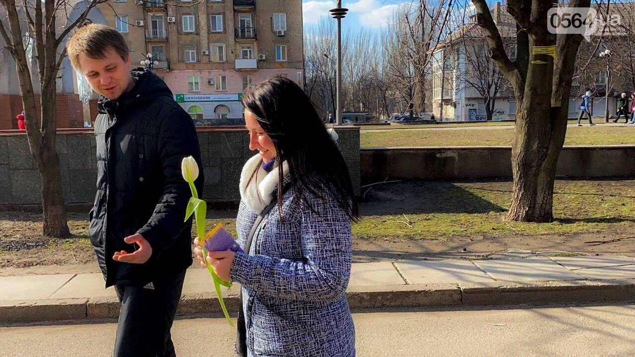 """В первый день весны в Кривом Роге участники боевых действий дарили женщинам цветы и """"гормон счастья"""", - ФОТО, ВИДЕО , фото-38"""
