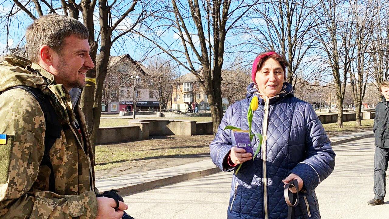 """В первый день весны в Кривом Роге участники боевых действий дарили женщинам цветы и """"гормон счастья"""", - ФОТО, ВИДЕО , фото-32"""