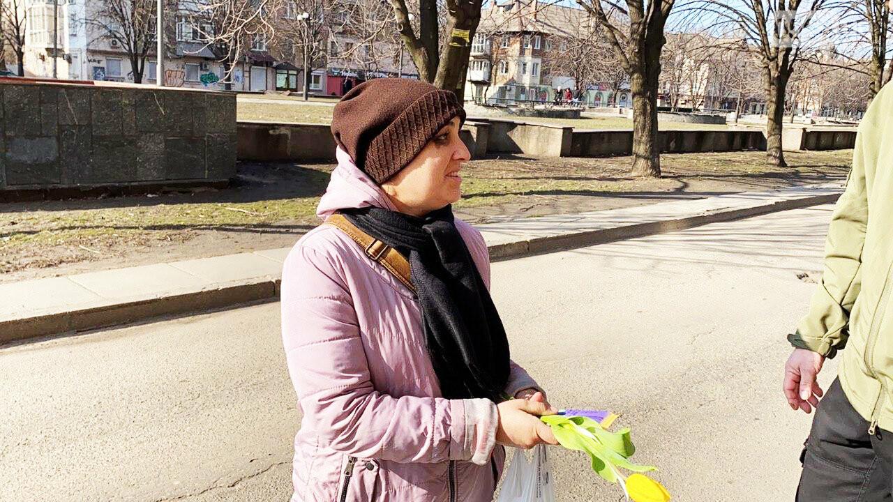 """В первый день весны в Кривом Роге участники боевых действий дарили женщинам цветы и """"гормон счастья"""", - ФОТО, ВИДЕО , фото-33"""