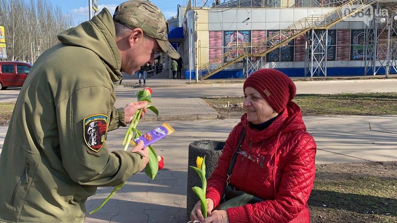 """В первый день весны в Кривом Роге участники боевых действий дарили женщинам цветы и """"гормон счастья"""", - ФОТО, ВИДЕО , фото-46"""