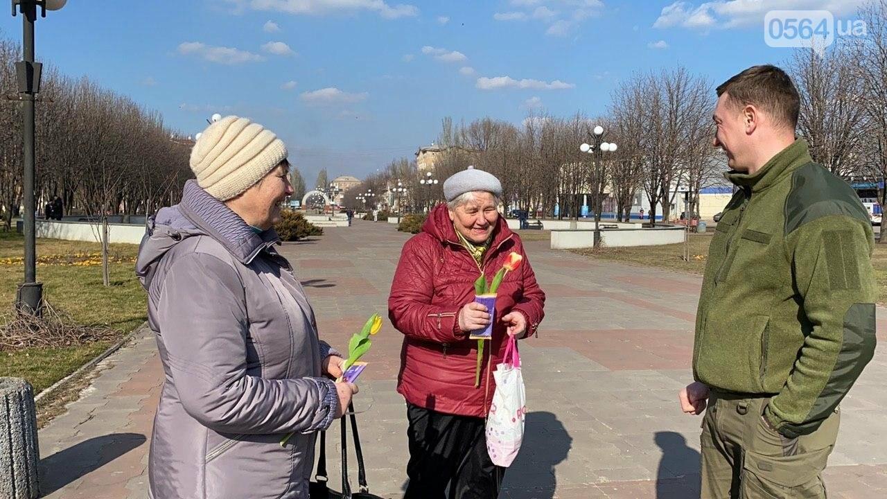 """В первый день весны в Кривом Роге участники боевых действий дарили женщинам цветы и """"гормон счастья"""", - ФОТО, ВИДЕО , фото-47"""
