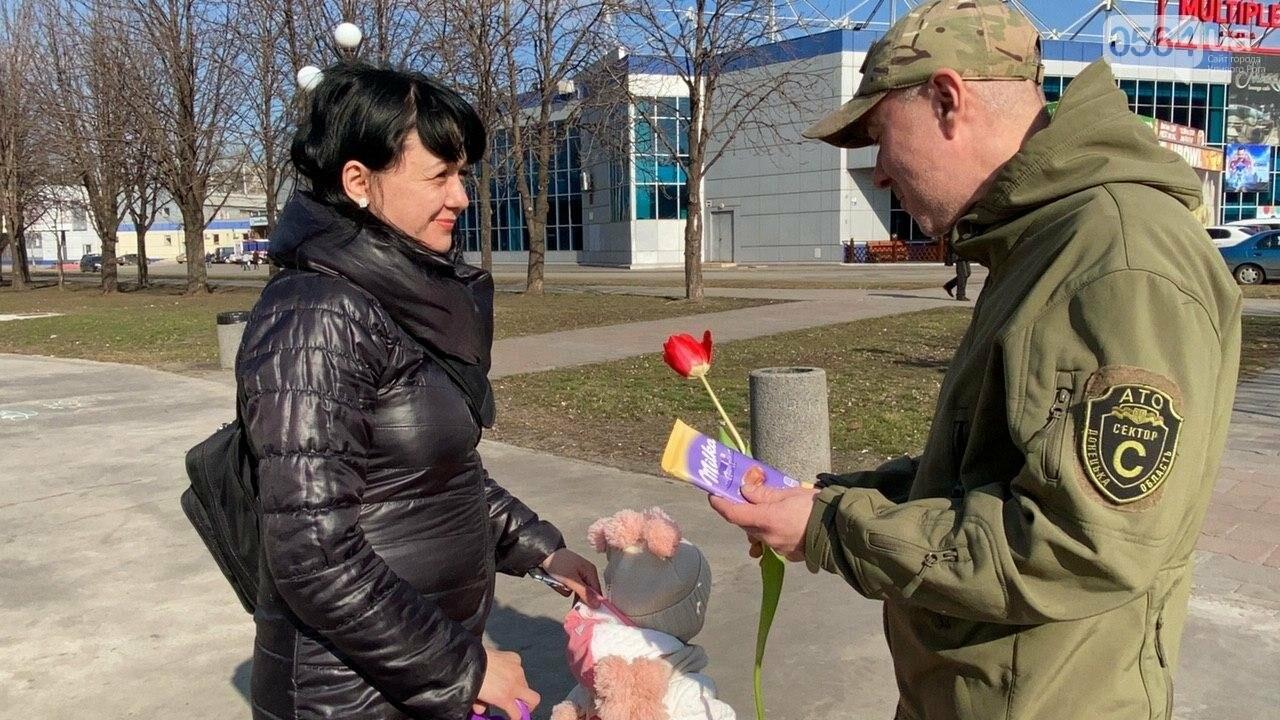 """В первый день весны в Кривом Роге участники боевых действий дарили женщинам цветы и """"гормон счастья"""", - ФОТО, ВИДЕО , фото-54"""