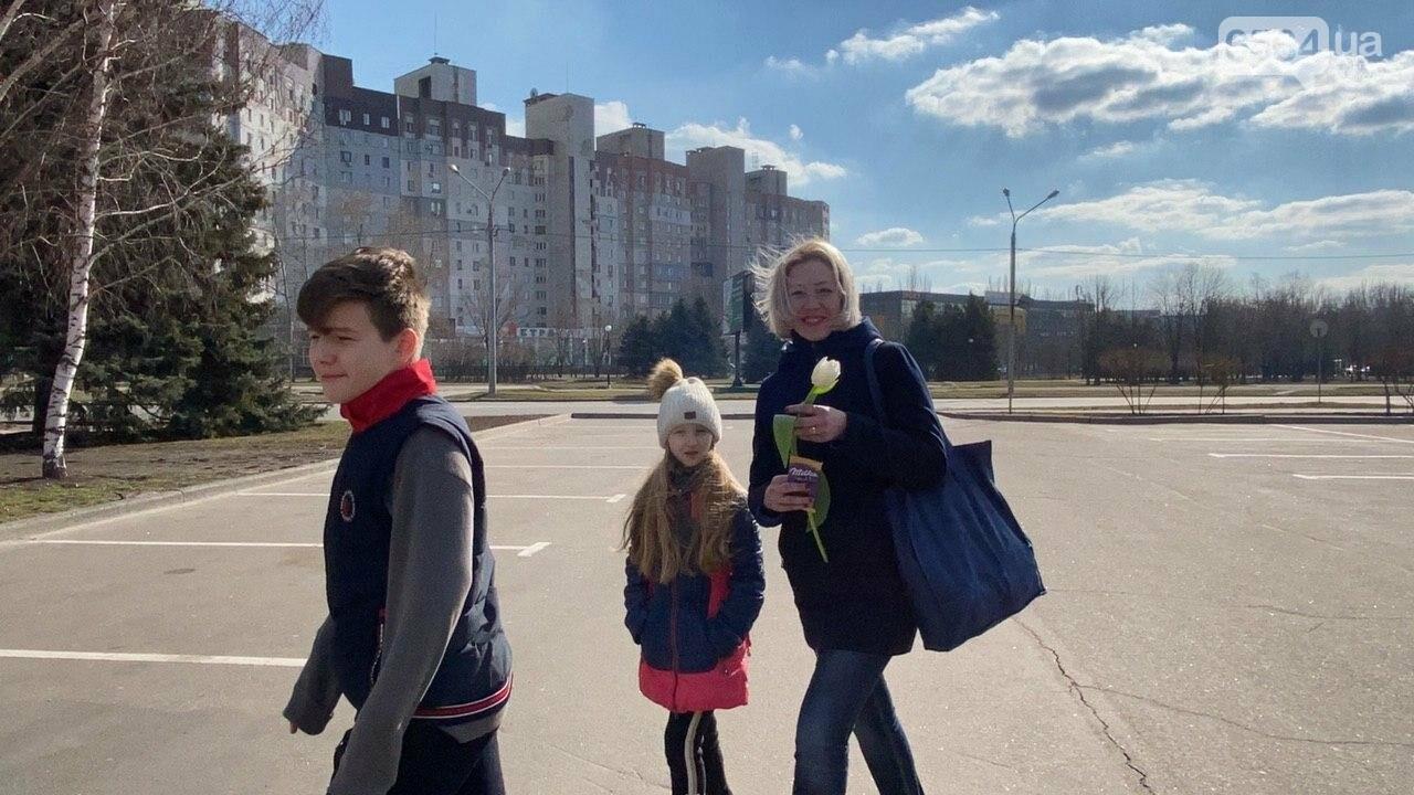 """В первый день весны в Кривом Роге участники боевых действий дарили женщинам цветы и """"гормон счастья"""", - ФОТО, ВИДЕО , фото-50"""