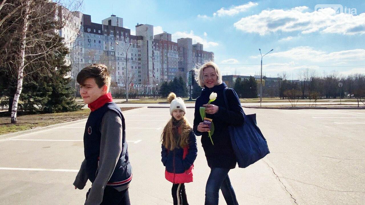 """В первый день весны в Кривом Роге участники боевых действий дарили женщинам цветы и """"гормон счастья"""", - ФОТО, ВИДЕО , фото-59"""