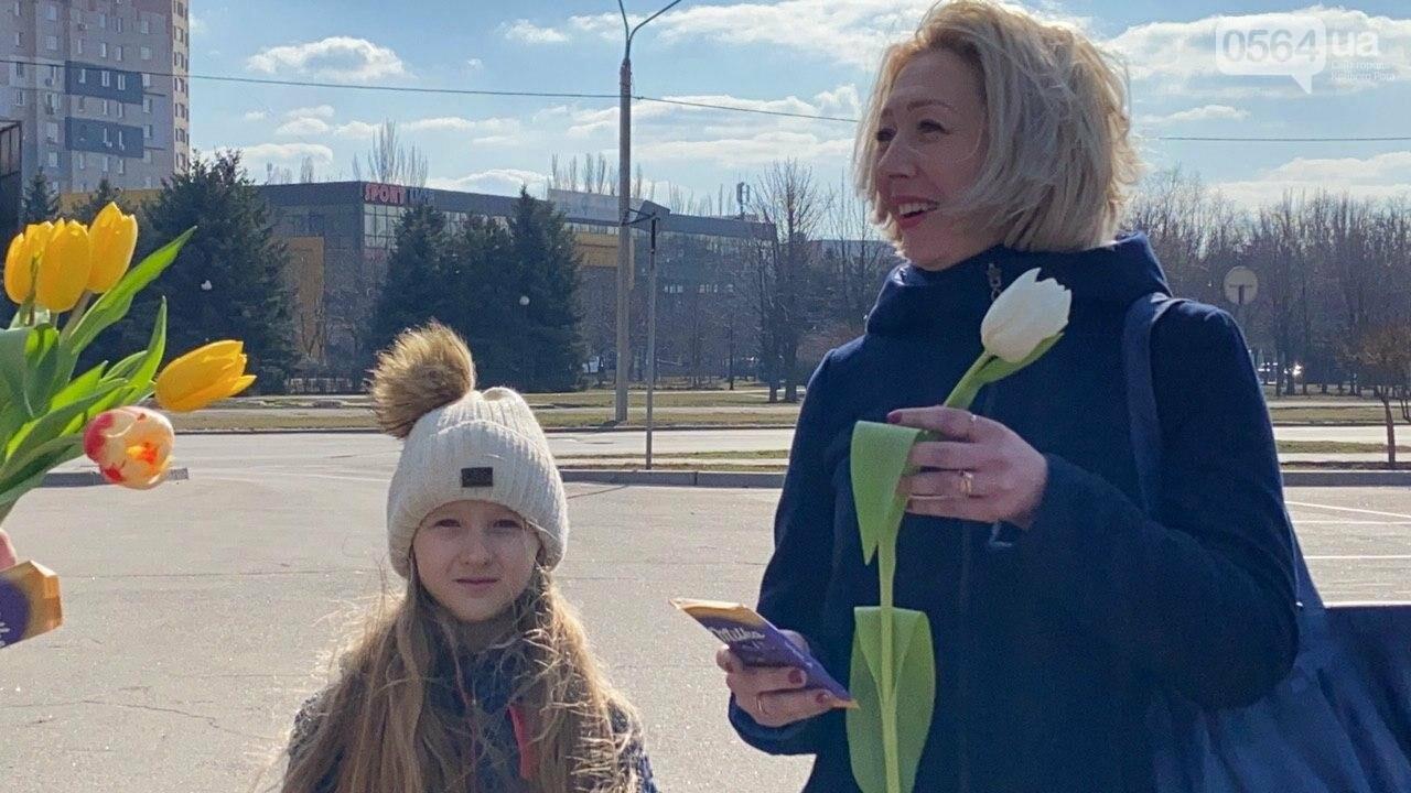 """В первый день весны в Кривом Роге участники боевых действий дарили женщинам цветы и """"гормон счастья"""", - ФОТО, ВИДЕО , фото-55"""