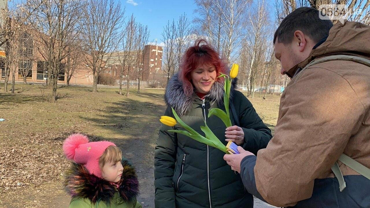 """В первый день весны в Кривом Роге участники боевых действий дарили женщинам цветы и """"гормон счастья"""", - ФОТО, ВИДЕО , фото-65"""